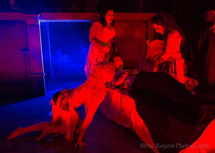uploads/slideshows/dracula-diffstages-2015/dracred.jpg